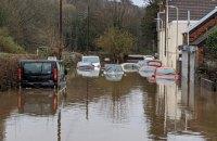 Из-за шторма в Британии начались наводнения, двое людей погибли