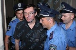 Луценко охраняет десяток милиционеров