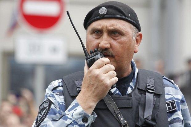 Колишній командир київського Беркута Сергій Кусюк в формі ОМОНу на мітингу в Москві,12 червня 2017.