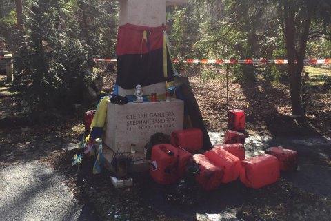 У Мюнхені могилу Степана Бандери облили невідомою речовиною