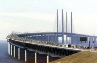 На мосту между Швецией и Данией столкнулись 10 авто, 14 пострадавших
