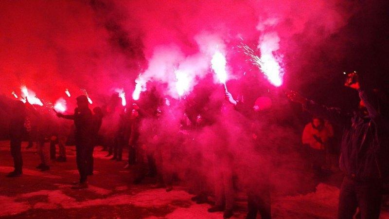 Активисты под домом Авакова
