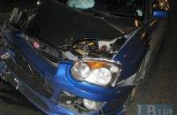 В Киеве уличный гонщик на Subaru разбил пять автомобилей