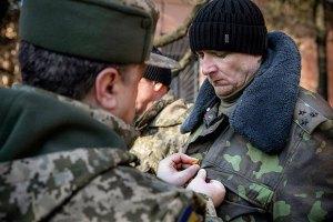 Порошенко нагородив 340 військовослужбовців
