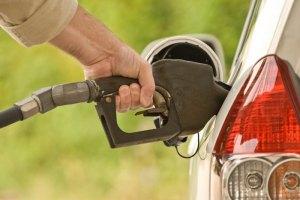 Бензин за выходные прибавил в цене