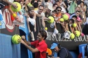 На тренировку Федерера пришло несколько тысяч зрителей