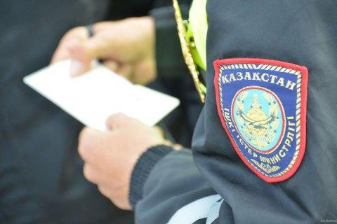 В столице Казахстана пьяный полицейский врезался в забор резиденции президента