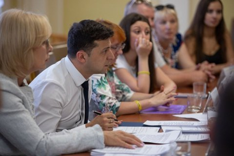 Зеленский встретился с семьями захваченных Россией украинских моряков