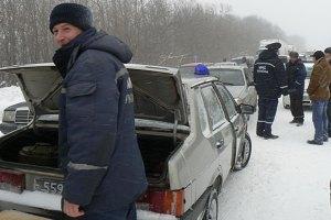 Снег парализовал львовский отрезок трассы Киев - Чоп