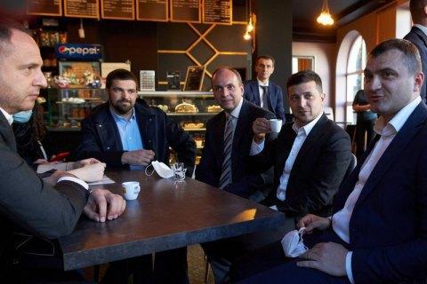 Верховний суд попросив КСУ розтлумачити, чи можна було штрафувати Зеленського за каву в Хмельницькому