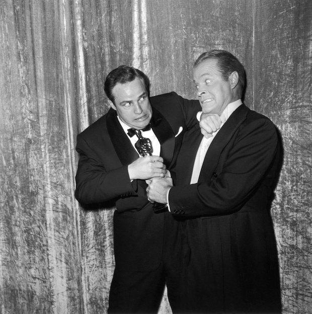 """Марлон Брандо и Боб Хоуп на """"Оскарах"""", 1955 год"""