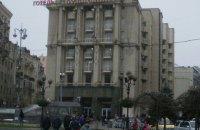 """Полиция взяла под охрану отель """"Козацкий"""", в котором на обсервации находятся прилетевшие из Катара граждане"""