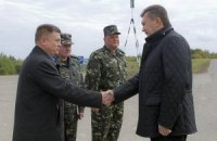 Янукович провів зустріч з головою Міноборони