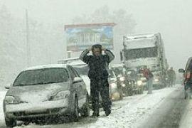 Снег и ветер усложнили проезд на автодорогах в некоторых областях Украины