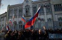 Пророссийские митингующие в Евпатории пытались пронести в горисполком холодное оружие