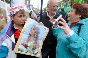 У Печерского суда продолжают митинговать 170 человек