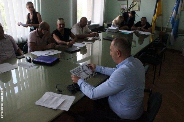 Херсонская общественность проводит просветительскую работу среди депутатов городского совета