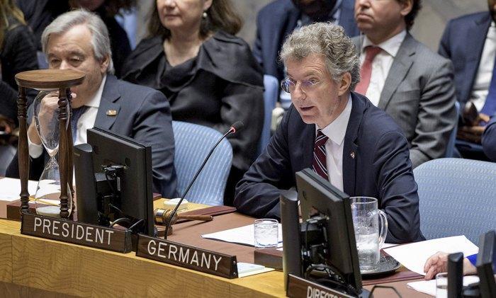 Посол Німеччини в ООН Крістоф Хойсген (справа)