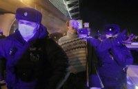 """В аеропорту """"Внуково"""" продовжуються затримання прихильників Навального"""
