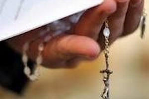На Занзибаре священника облили кислотой