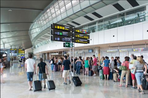 За туристами застрявшими в Барселоне на сутки уже вылетел самолет