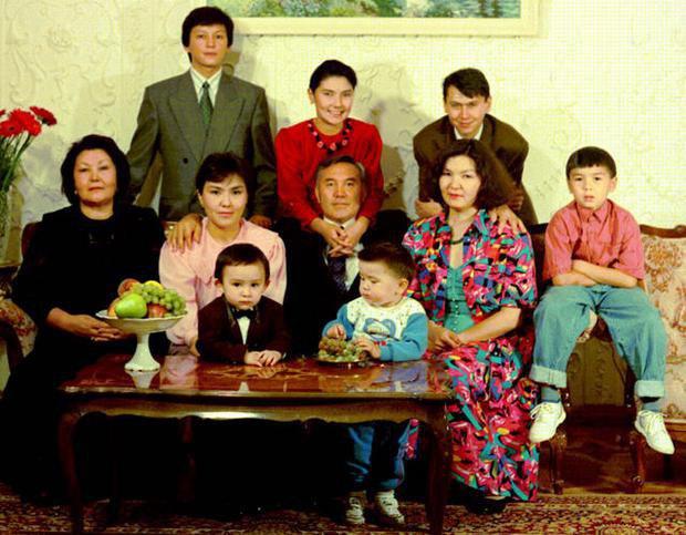 Сімейне фото Назарбаєва