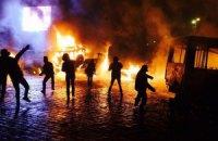 На улице Грушевского горят все милицейские автобусы