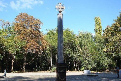 В Ростове установили мемориал боевикам Донбасса с символикой ВСУ