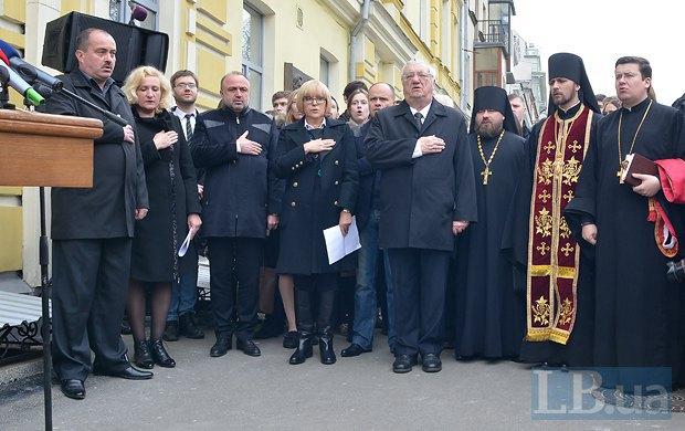 Слева на фото - родители Владимира Юричко