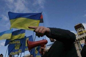 """День победы во Львове: """"свободовцу"""" прострелили ногу, коммуниста избили"""