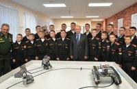 Суворівці показали Путіну «російських» роботів, які зроблені в Південній Кореї