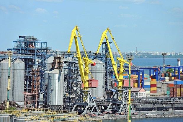 Зерно остается одним из главных товаров Украины на мировых рынках. На фото зернохранилища в Одессе
