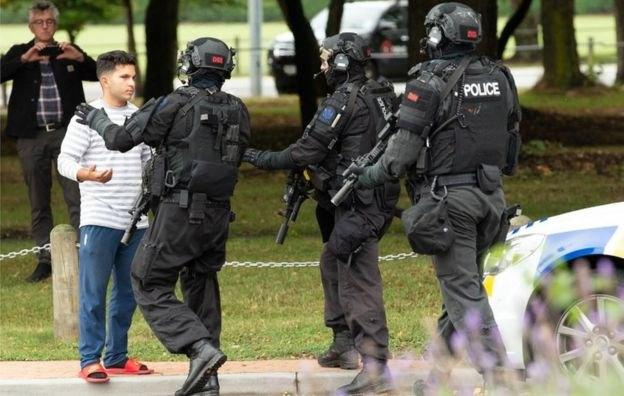 В Новой Зеландии вооруженные люди напали на две мечети