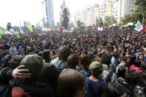 В Чили 2 человека погибли в ходе митинга с требованием реформы системы образования