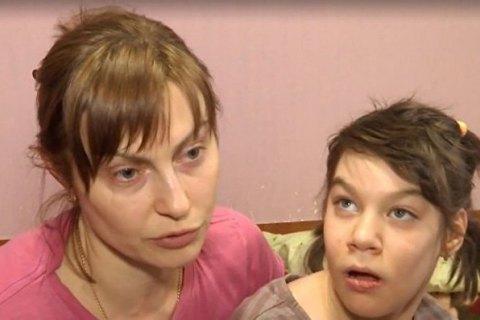 Харківський суд засудив няню до 3 років в'язниці за знущання над дівчинкою з ДЦП