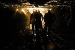 Испанские шахтеры бастуют против сокращения правительственных субсидий