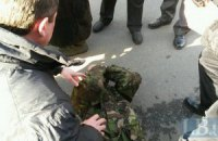 У Верховну Раду продовжують привозити побитих активістів