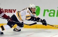В НХЛ хоккеист проехал мимо шайбы во время исполнения буллита
