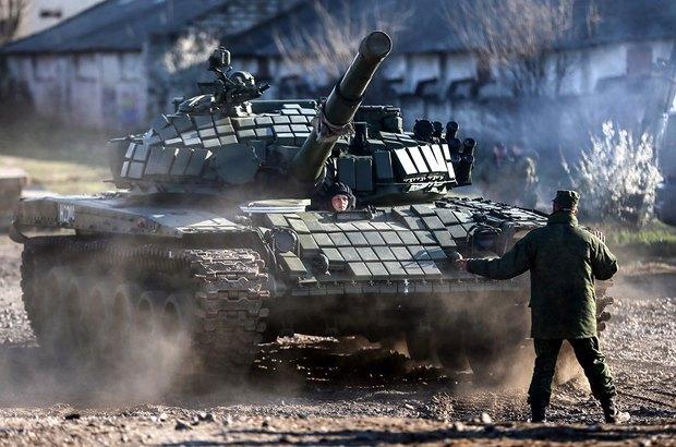 Російський танк у Симферополі
