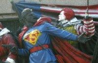 В Болгарии советских солдат разрисовали в Супермена и Санта-Клауса