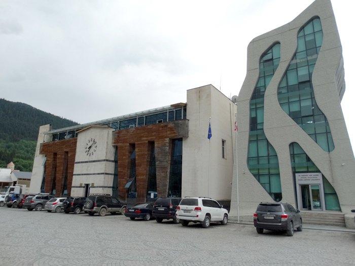 Адміністрація і поліція в Местіа