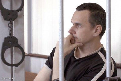 Порошенко продовжив виплату держстипендії Сенцову