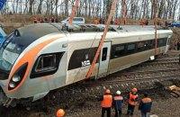 """Залізничники підняли 8 вагонів """"Інтерсіті+"""", що зійшов із рейок біля Запоріжжя"""