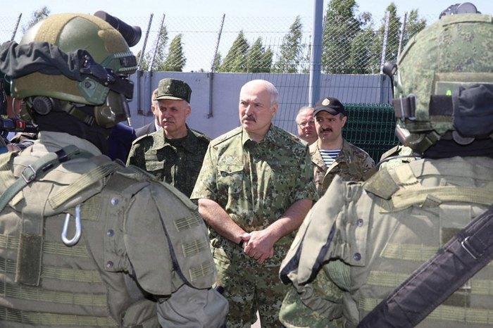 Александр Лукашенко во время посещения погранзаставы «Дивин»