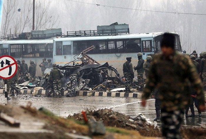 На месте взрыва в Пулхаме, 14 февраля 2019.