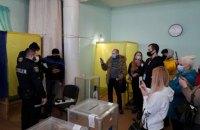 """На виборах у Броварах поліція зафіксувала ознаки """"сітки"""", у Борисполі фотографували бюлетені"""