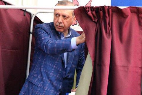 Эрдоган побеждает на выборах президента Турции
