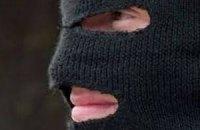 У Київській області 30 озброєних людей напали на охоронців приватного підприємства