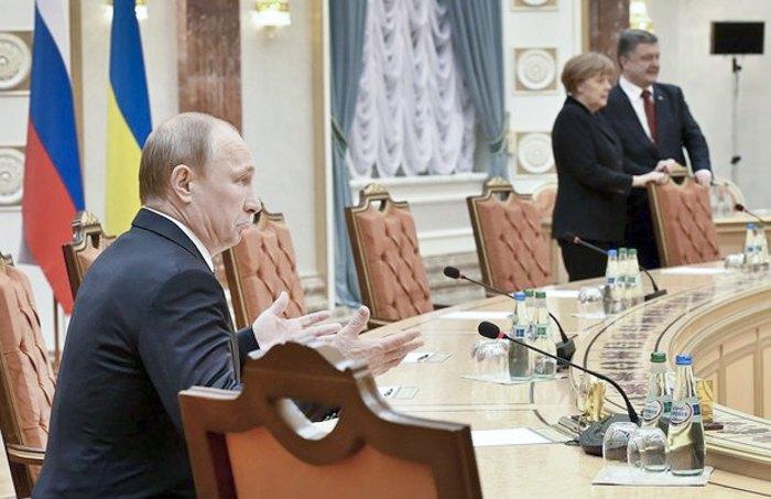 Владімір Путін, Ангела Меркель і Петро Порошенко під час переговорів в Мінську