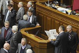 Регионалы охраняют трибуну парламента